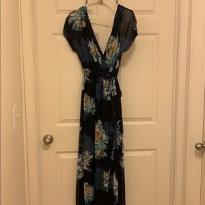 Lulu's Dresses - Lulus Navy floral maxi dress